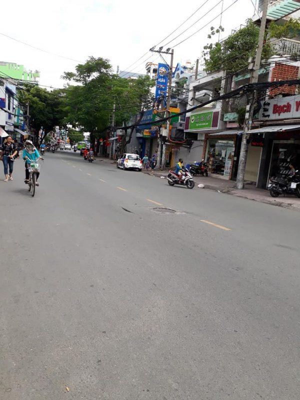 Đường trước nhà Lê Quang Định đang bán