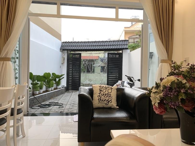 Nhà 251/ Lê Quang Định sân có mảng xanh và đậu xe 7 chỗ