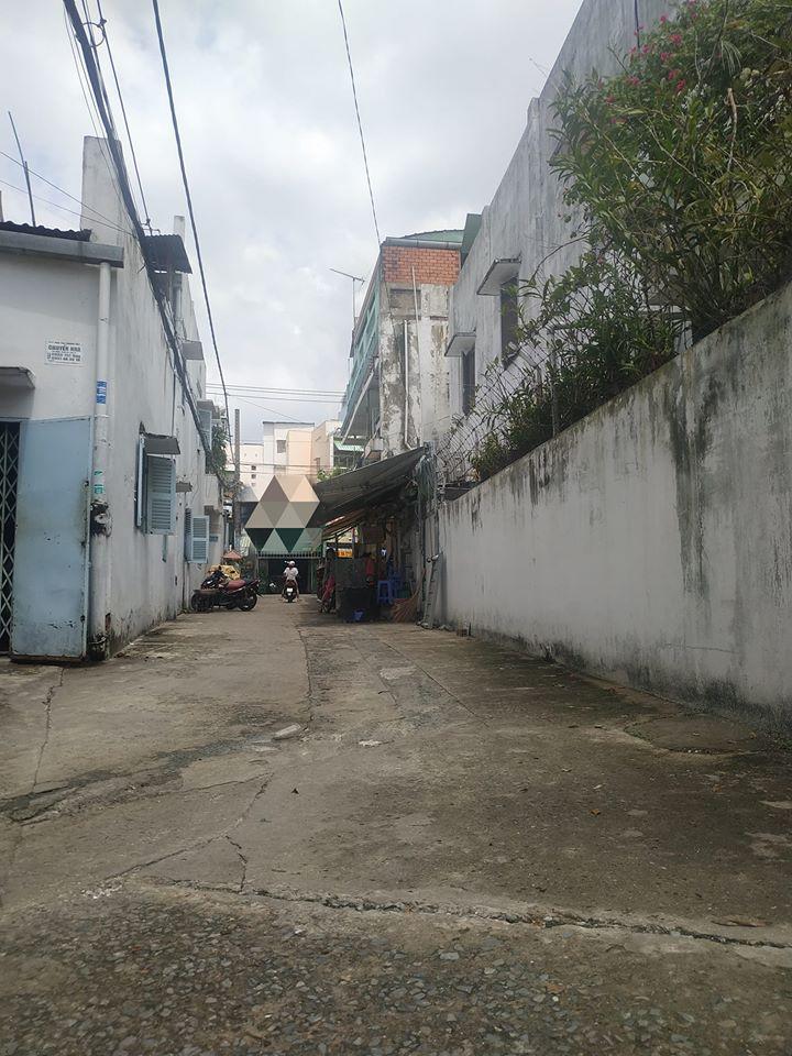 Hẻm trước nhà 30m ra mặt tiền