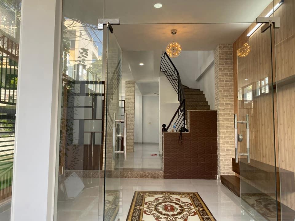 Nhà mới ở ngay, tiện làm văn phòng, spa, cho thuê,...
